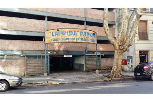 Alquiler de Cochera Fija en Edificio de Cocheras