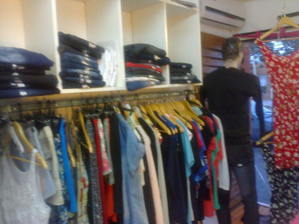 Vendo Urgente! Negocio:Tienda de ropa