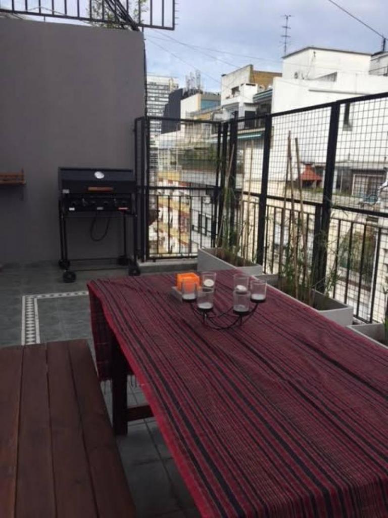 Lindisimo penthouse con muebles. Es un duplex en Recoleta con terraza, parrilla y cochera